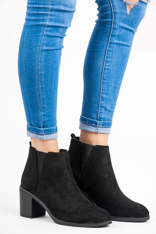 132cbf1effa3 Pohodlné čierne členkové topánky na podpätku