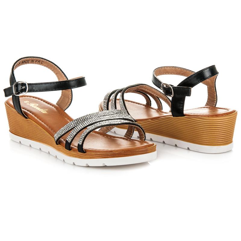 7b4b2c3e34bb Pohodlné čierne remienkové sandále s kamienkami