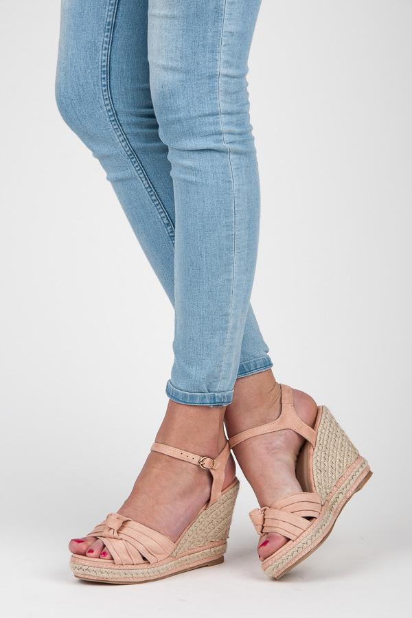 5f4f6ea7a5f4d Pohodlné ružové sandále na kline a platforme | AMIATEX.sk