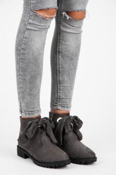 a0ec3a90702b Pohodlné šedé členkové topánky so stužkou