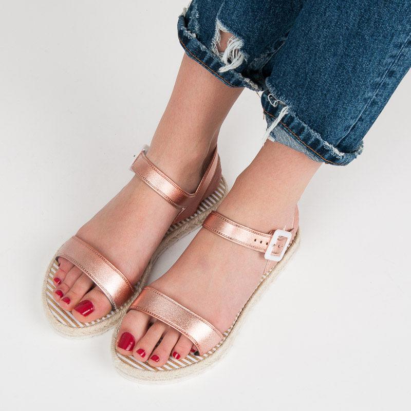 0c2994922dfd1 Ružové sandále na platforme so sponou   AMIATEX.sk