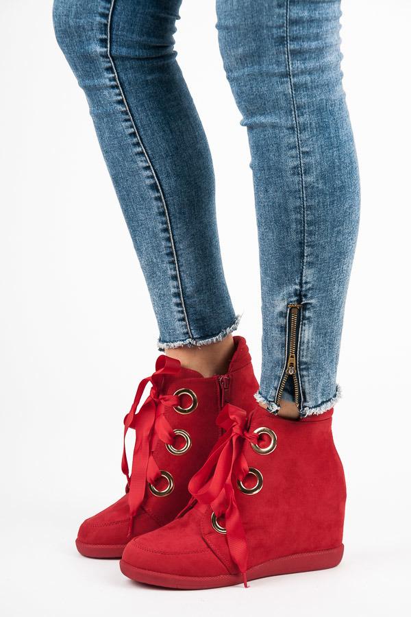 22a70dc7a76d4 Semišové červené členkové topánky viazané stužkou | AMIATEX.sk