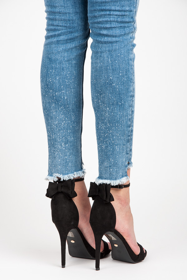 230833c444b9 Semišové čierne sandále s mašľou