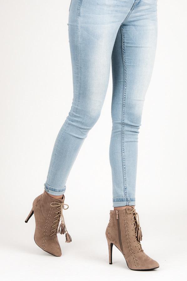 88da9040626fa Šnurovacie béžové členkové dámske topánky na podpätku | AMIATEX.sk