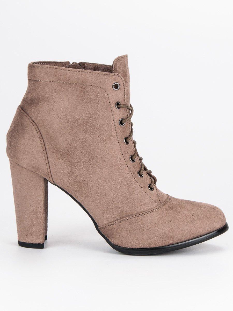 b727faacc2 Šnurovacie béžové členkové topánky na podpätku