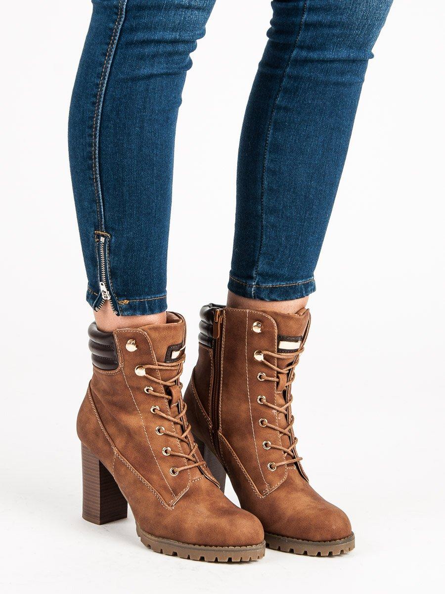 e6a938bbcc48 Šnurovacie hnedé členkové topánky na podpätku