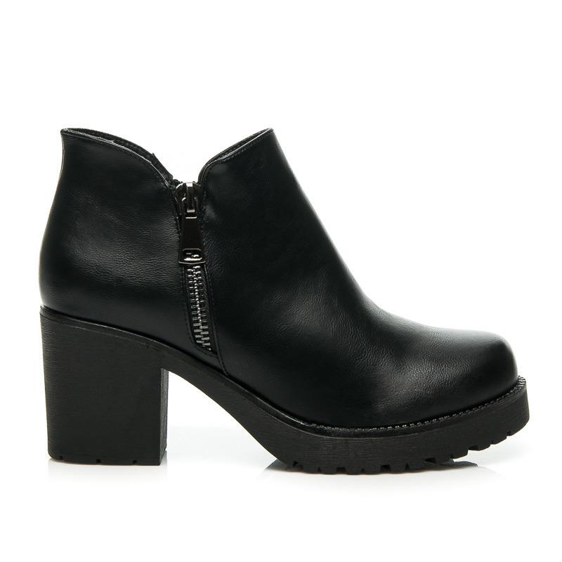 ad125a7e90 Štýlové čierne členkové topánky na širokom podpätku a platforme ...