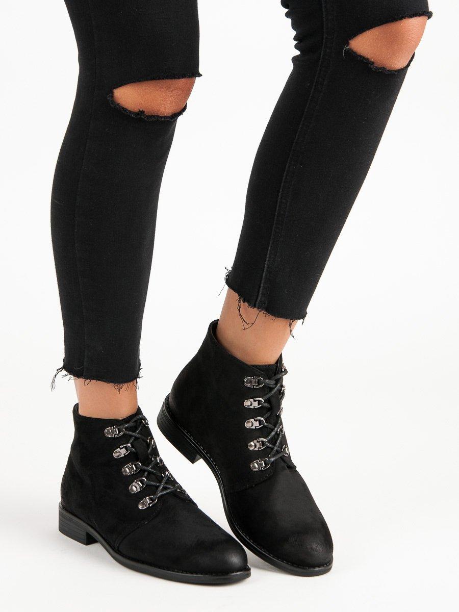 Štýlové čierne členkové topánky s viazaním
