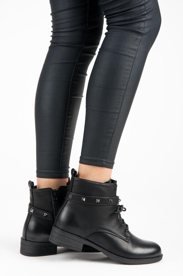 acf83ecbbc Štýlové čierne šnurovacie členkové topánky s cvokmi