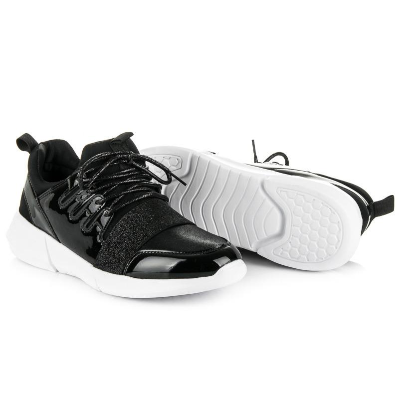 e110404dd9108 Trendy čierne dámske tenisky v lakovanom dizajne | AMIATEX.sk