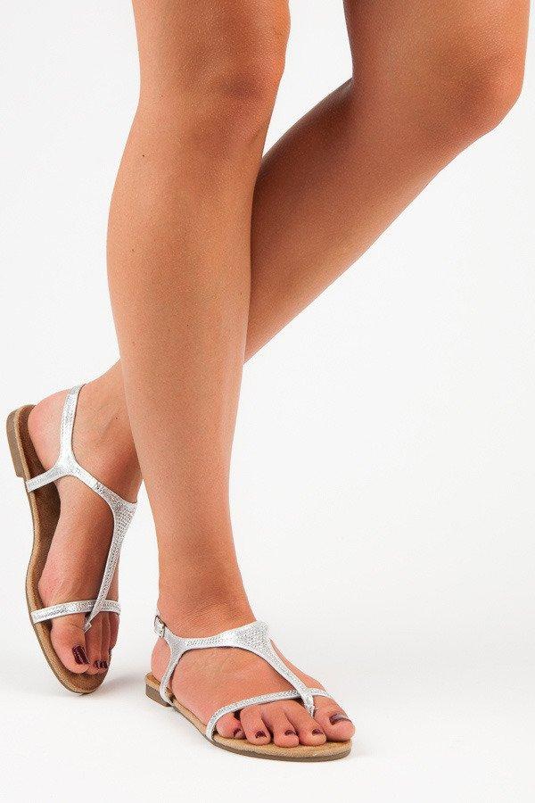 0b94de988cb2 Úchvatné strieborné sandále na nízkej podrážke