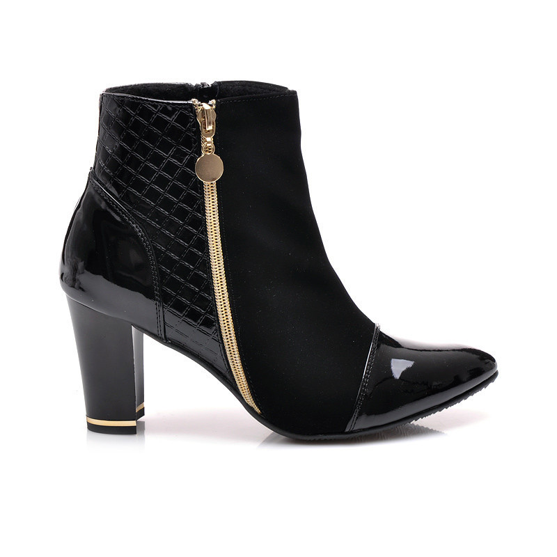 Veľmi krásne čierne členkové topánky