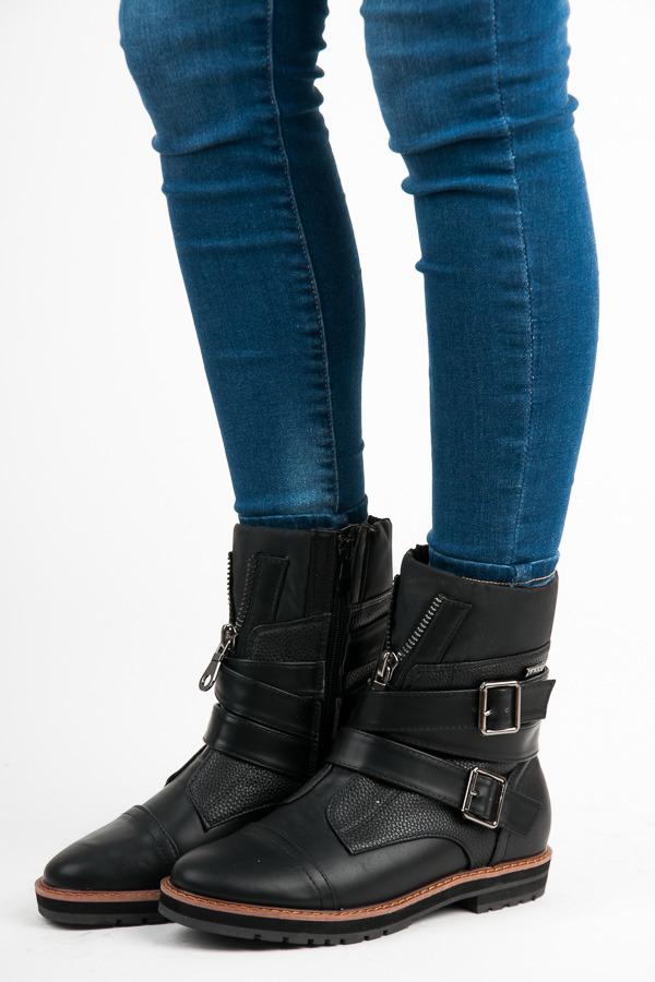 Zimné čierne členkové topánky s ozdobnými prackami a zipsom  fecabe862a1